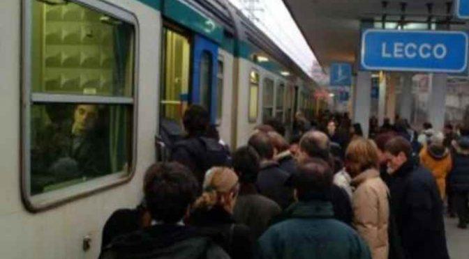 Magrebini armati di coltello assaltano i treni, passeggeri aggrediti