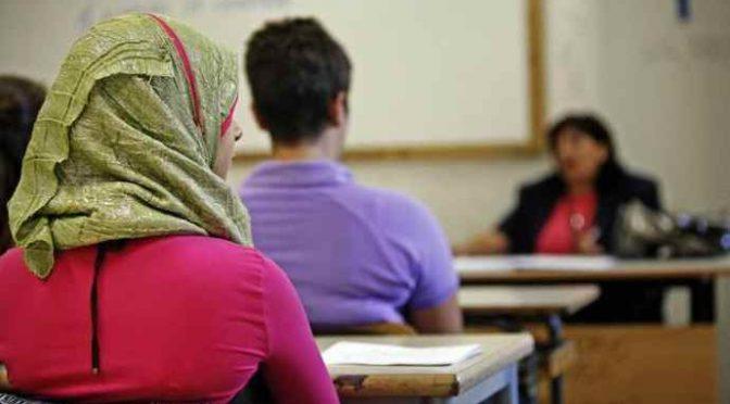 Alunna islamica si lamenta del Natale, annullata recita a scuola