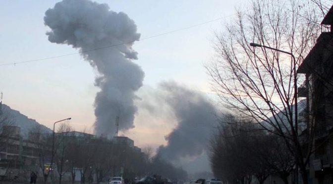 Ambulanza bomba fa strage islamica a Kabul: 40 morti e centinaia feriti