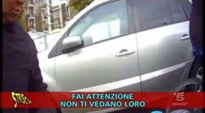 Migranti sazi rivendono cibo donato a poveri italiani – VIDEO