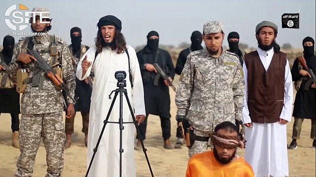 Brutale video islamico, terroristi ISIS giustiziano terrorista Hamas