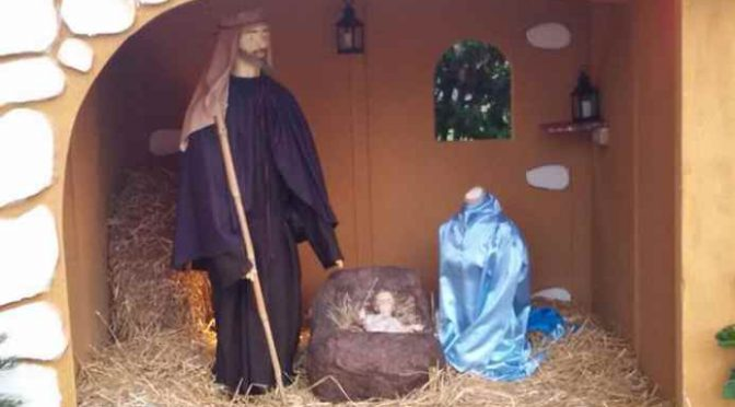 Irrompono in chiesa a Capodanno e decapitano la Madonna – FOTO