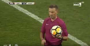 Moschea chiama alla preghiera, arbitro sospende la partita – VIDEO