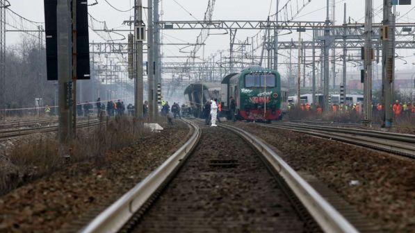Treno deragliato, operai sorpresi 'al lavoro' in area sequestrata: inquietante