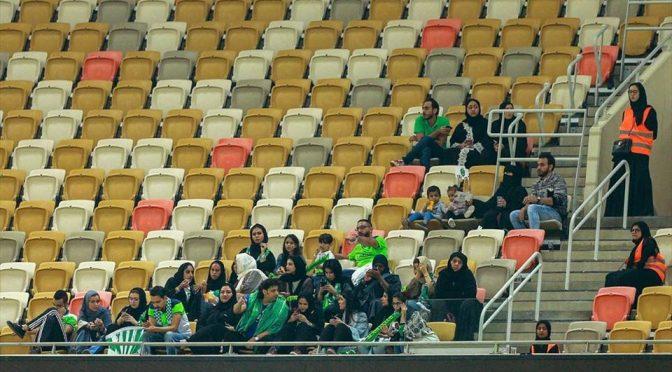 Arabia Saudita, donne fanno ingresso allo stadio
