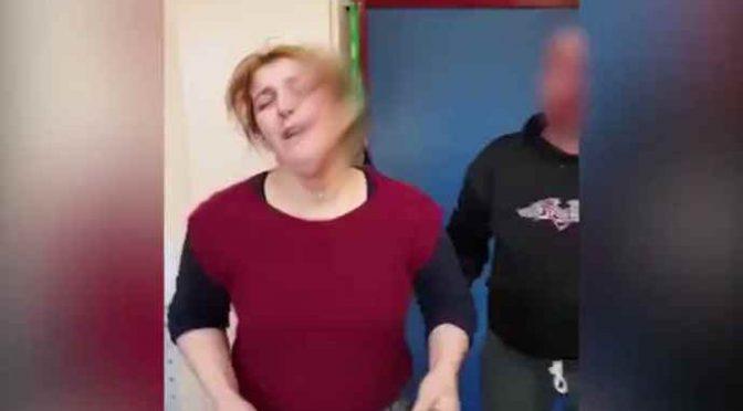Profughi islamici attaccano famiglia 'infedele' in Germania – VIDEO