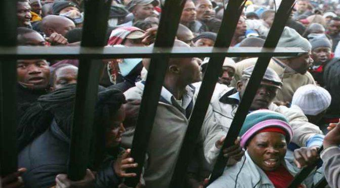 Profughi sfondano porta e pestano custode, vogliono nuovi servizi