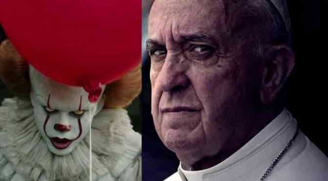 """Bergoglio difende migranti: """"Stuprano anche gli italiani"""""""
