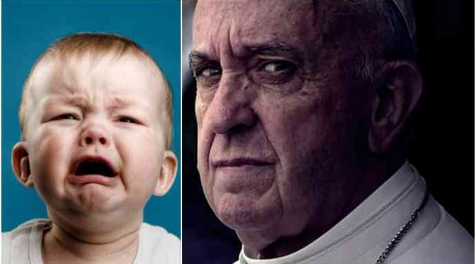 """Vescovo cacciatore di pedofili attacca Bergoglio: """"Le sue parole scoraggiano le vittime"""""""