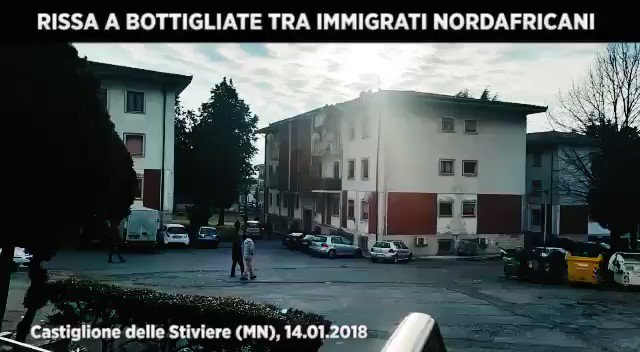 Scontri a bottigliate tra spacciatori maghrebini – VIDEO CHOC