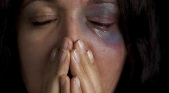 Donna marchiata a fuoco da immigrato, tre giorni di stupri