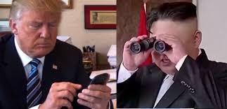 """WORLD WAR TWEET, Trump sbeffeggia Kim: """"Il mio bottone (nucleare) è più grosso del tuo"""""""
