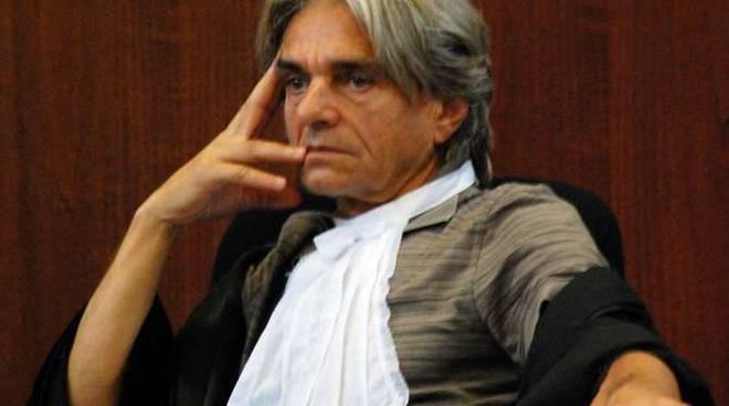 """Profugo molesta minorenni sul bus, magistrato lo scarcera perché """"scherzava"""""""