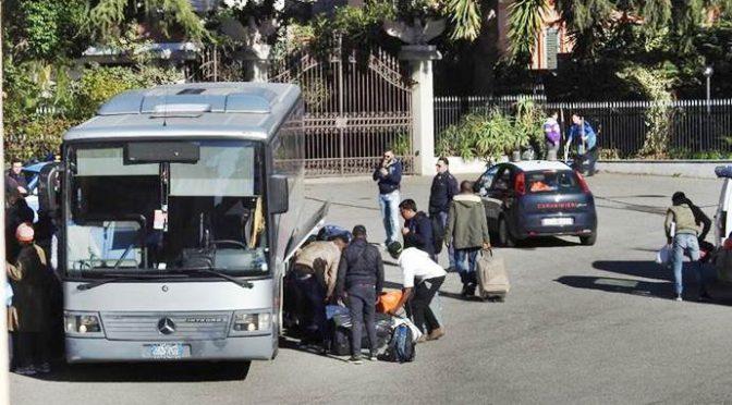 Hotel a 4 stelle diventa centro profughi: arrivano 173 africani – FOTO