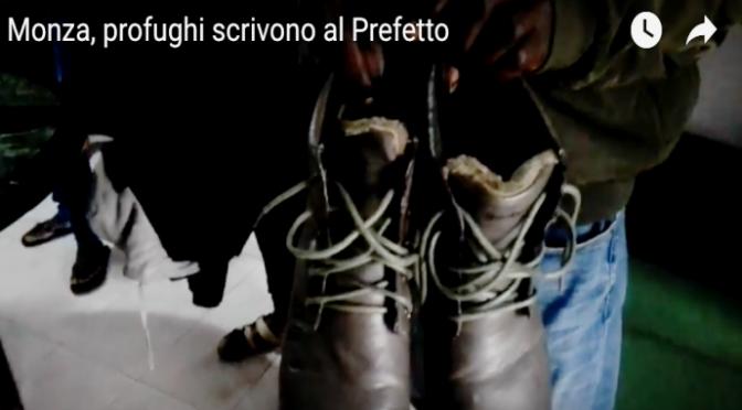 """Profughi lanciano ultimatum al prefetto: """"Guarda che scarpe ci tocca indossare"""" – VIDEO"""