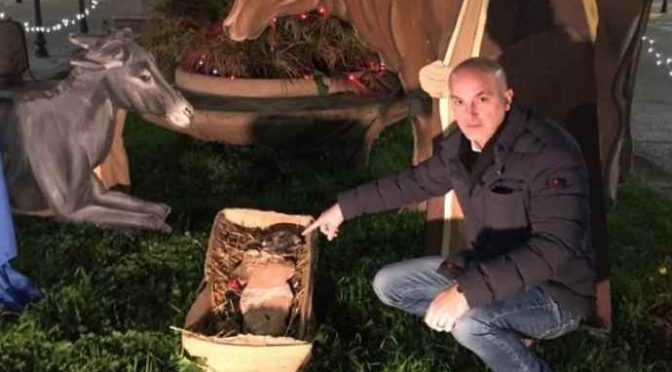 Gesù Bambino decapitato, testa bruciata: accade a Pisa