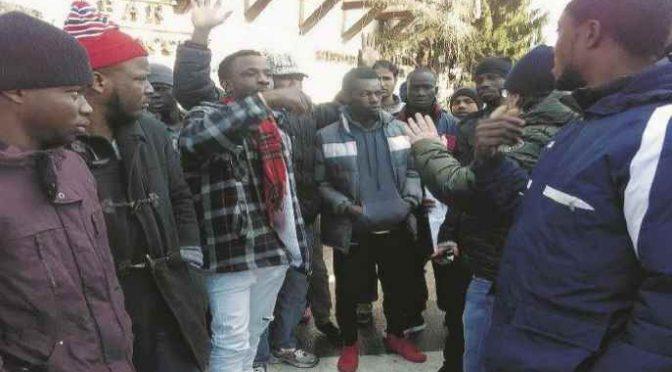 Profughi sequestrano operatore a Pisa, arrestati