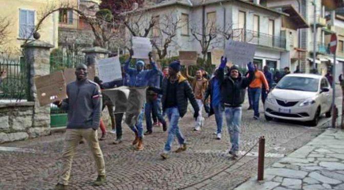 Sindaco a novanta dai profughi: nuovo incontro per la carta di identità
