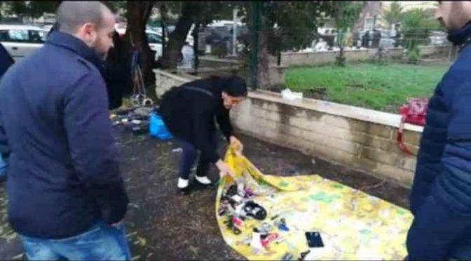 Ronde 'nere' cacciano abusivi, mercatino illegale sgomberato – VIDEO