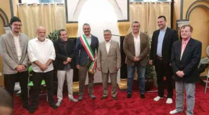 Fabriano sindaco grillino scalzo in Moschea, quelle città a 5 Stelle svendute a Islamici