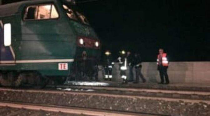 'Loro' razziano rame in stazione: circolazione ferroviaria in tilt, treni bloccati ore