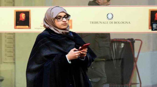 L'avvocata islamica si presenta in tribunale a Bologna così: 'Vi sfido'