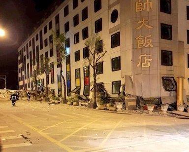 Forte sisma a Taiwan, crollano palazzi e hotel – VIDEO