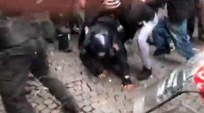 """Poliziotti contro Amnesty: """"Vergognatevi di stare con i teppisti rossi"""""""