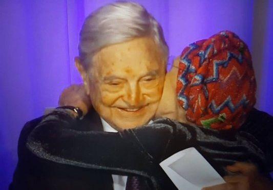 """Soros: """"Votate Bonino"""", e lei lo 'abbraccia'"""