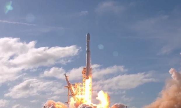 Marte, lanciato il razzo Falcon Heavy della Space X