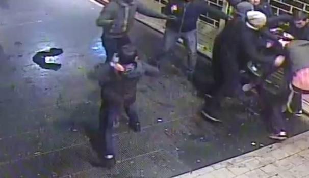 Pisa fuori controllo, rissa choc tra immigrati – VIDEO