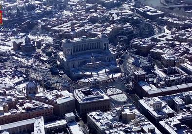 Roma, clandestini si lamentano per la troppa neve – VIDEO