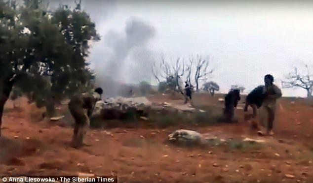 """Pilota russo circondato da islamici si fa esplodere: """"E' per i nostri ragazzi"""" – VIDEO"""