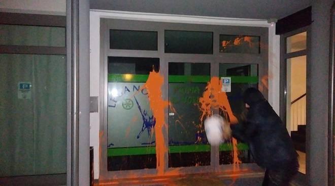 Attacco vandalico contro sede Lega rivendicato da pagina Facebook