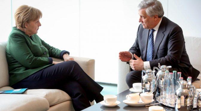 Berlusconi svela il suo candidato premier: Tajani, l'uomo di Merkel