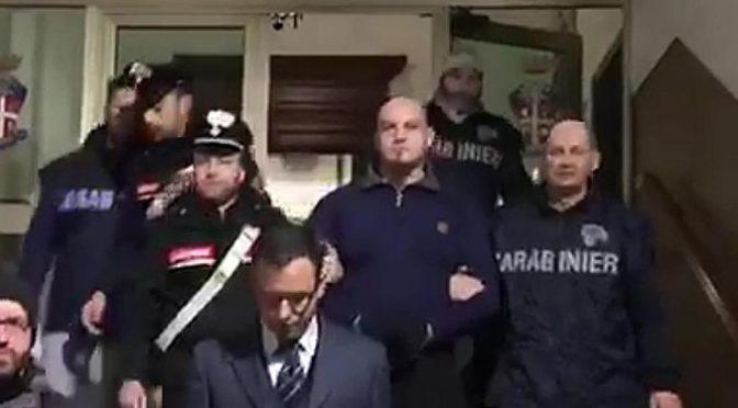 """Macerata, cittadini solidali con Traini: """"Doveva prendere meglio la mira"""" – VIDEO"""