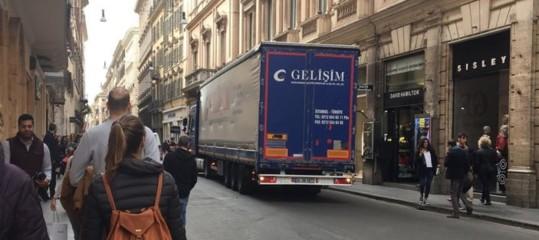 Allarme terrorismo? Camion turco buca controlli a Roma – FOTO
