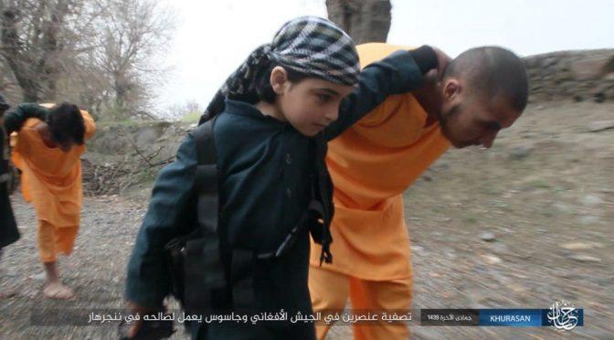 Tre bambini islamici uccidono prigionieri, diffuso video