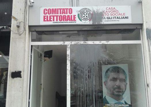Teppisti rossi attaccano sede CasaPound a Lecce