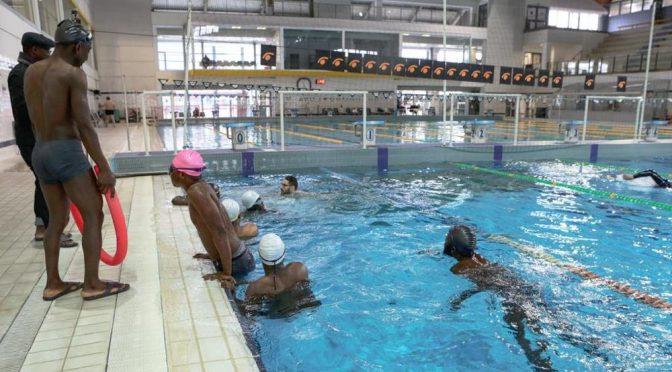Corso di nuoto gratis per i profughi, Lega blocca tutto – FOTO