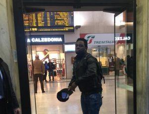 Deputata leghista presa a schiaffi da Africano, Facebook blocca notizia!