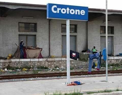 Crotone, la stazione è terzo mondo – FOTO