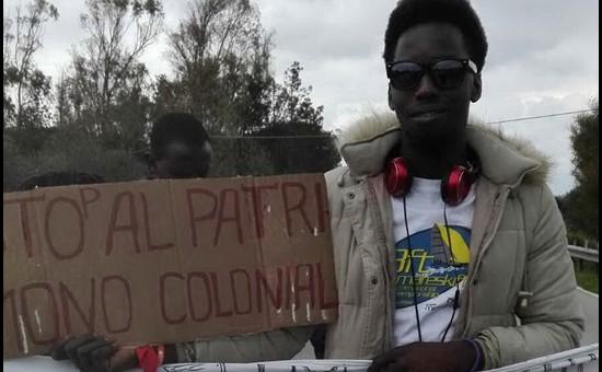 """Profughi scrivono lettera e protestano: """"Guardate come soffriamo"""" (FOTO)"""