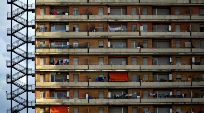 Viaggio nel condominio da incubo: 2000 immigrati e 20 italiani