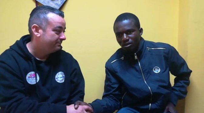 Vergogna, nella sua città 31mila italiani disoccupati: lui preferisce assumere Africano