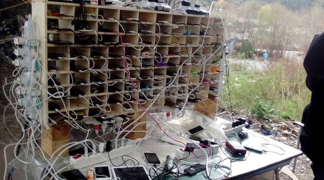 Ventimiglia: migranti circondano militari, sassaiola per difendere smartphone