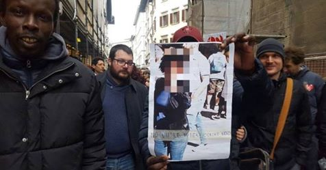 Firenze: senegalesi minacciano negoziante durante corteo con sindaco e governatore PD