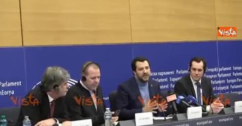 """Giornalisti sinistardi contestano Salvini, lui: """"Non prendo lezioni da voi di sinistra"""" – VIDEO"""