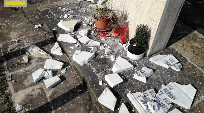 Cittadini distruggono stele in memoria delle truppe marocchine
