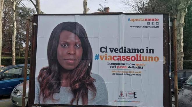 Per parlare di giovani italiani, il PD sceglie ragazza africana